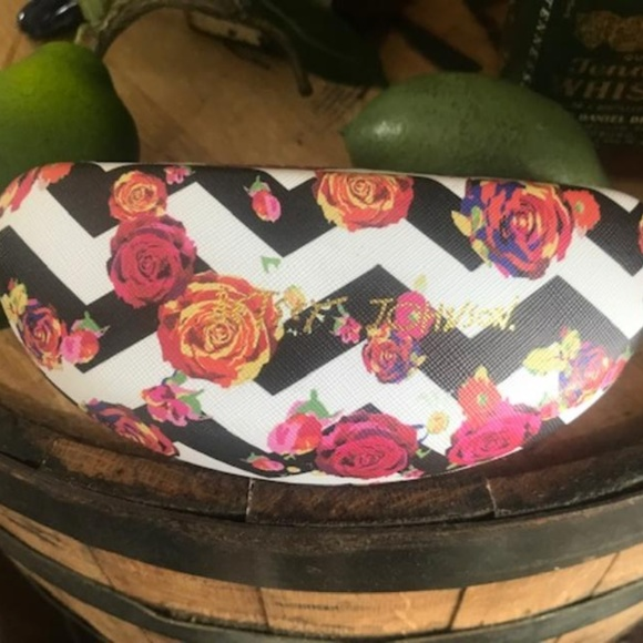 Betsey Johnson Accessories - BETSEY JOHNSON Hard Aztec Rosey Sunglass Case